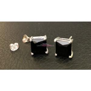 Puzetové náušnice s čiernym kameňom