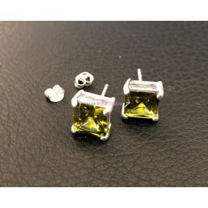 Puzetové náušnice so zeleným kameňom 8 mm x 8 mm